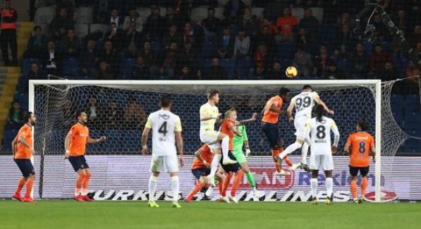 Lider Başakşehir, Fenerbahçe Engelini Kayıpsız Geçti
