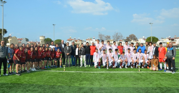 Liseler Arası Futbol Müsabakaları Kuşadası'nda Yapıldı