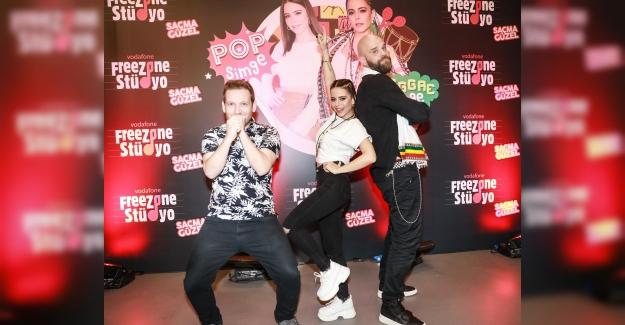 Simge, Vodafone Freezone Stüdyo'daki Reggae Performansıyla Büyüledi