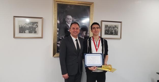 Berkan Doruk Eke 'Math League High School Contest'' Yarışmasında Dünya Sekizincisi Oldu