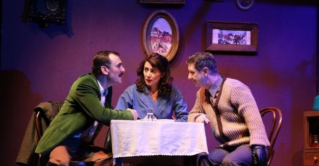 İBB Şehir Tiyatroları Nisan Ayında 3'ü Yeni, 36 Oyunla Seyirciyle Buluşuyor