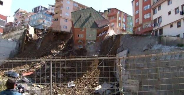 Kağıthane'de İstinat Duvarı Çöken 4 Katlı Bina Yıkıldı