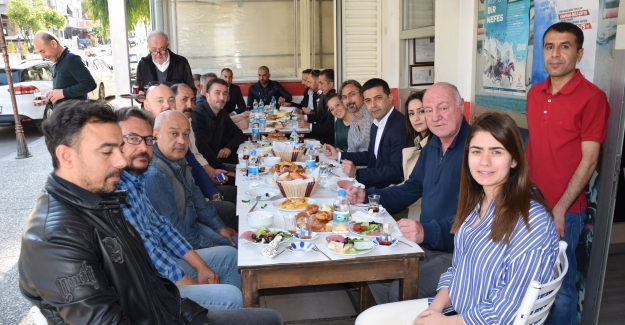 Kuşadası Belediye Başkanı Günel 50. Yıl Sokağı Esnafı İle Buluştu