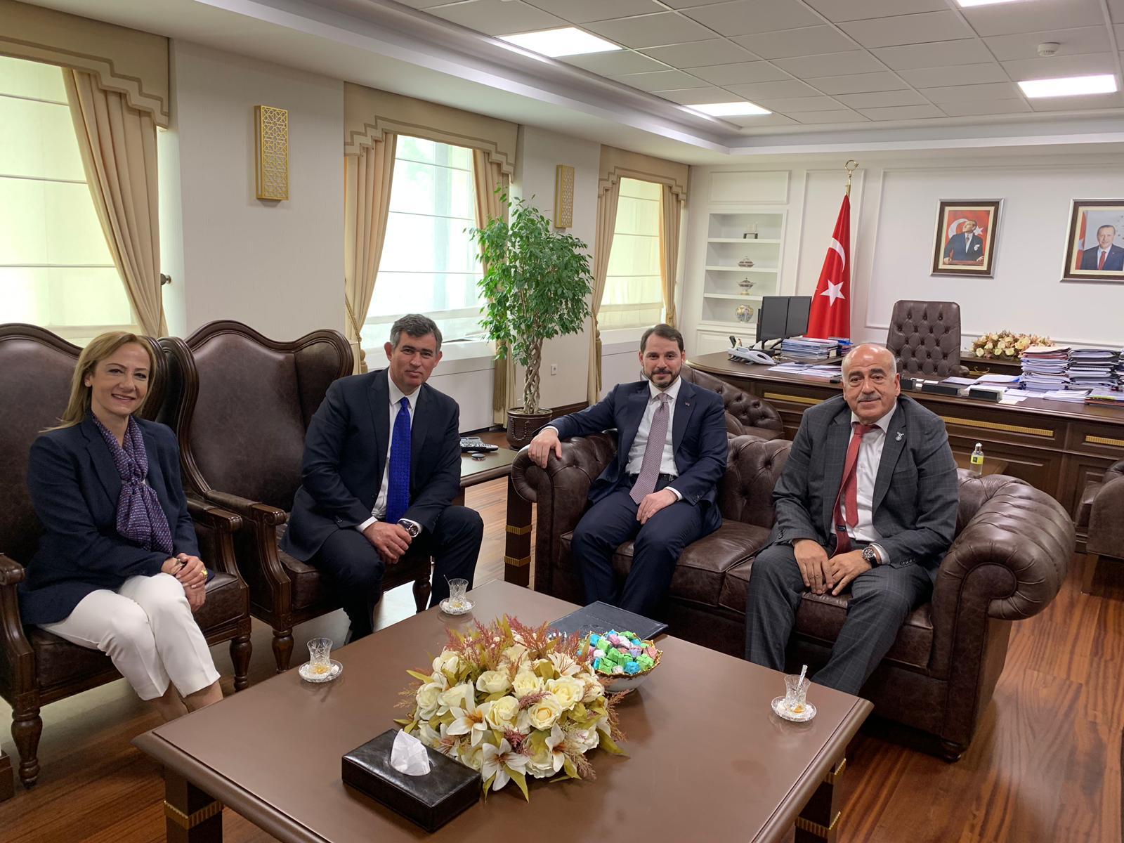 Bakan Albayrak'tan Avukatlık Hizmetlerindeki KDV Oranının İndirilmesine İlişkin Açıklama