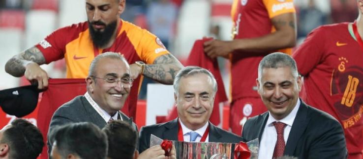 """Başkan Cengiz: """"Madalyayı Galatasaray Taraftarı Adına Aldım"""""""