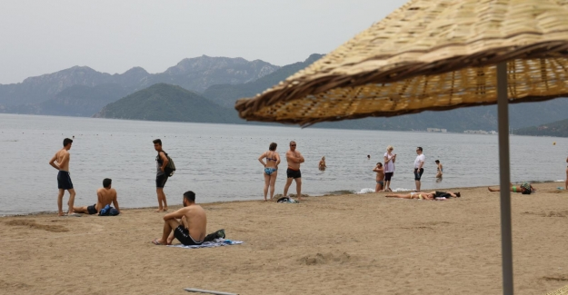 Halk Plajı'na Ücretsiz Şemsiye