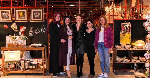 Naz Elmas'tan Emaar Modül İstanbul'da Anneler Günü Buluşması