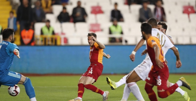 Şampiyon Galatasaray Sezonu Mağlubiyetle Kapattı