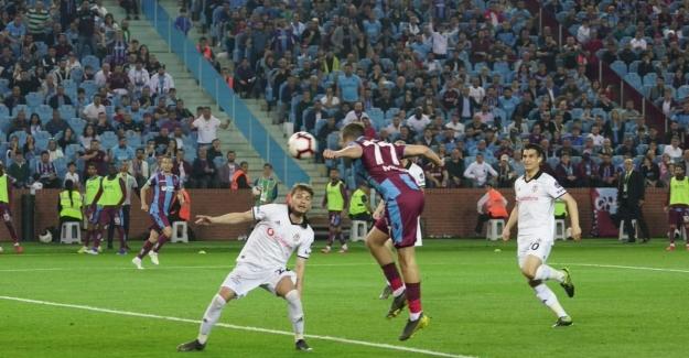 Trabzonspor, Beşiktaş'ın Hayallerini Bitirdi