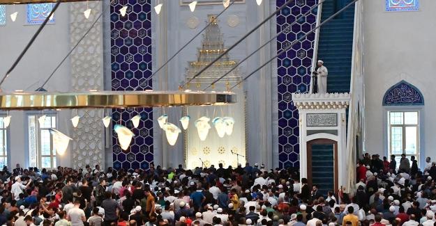 Diyanet İşleri Başkanı Erbaş, Büyük Çamlıca Camii'nde Bayram Hutbesi İrad Etti