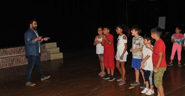 Çukurova Belediyesi Tiyatro Kursuna Büyük İlgi