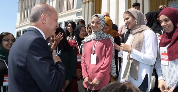 CumhurbaşkanıErdoğan, TURKEN Vakfı'nın Misafiri Olarak Türkiye'ye Gelen Amerikalı Öğrencileri Kabul Etti