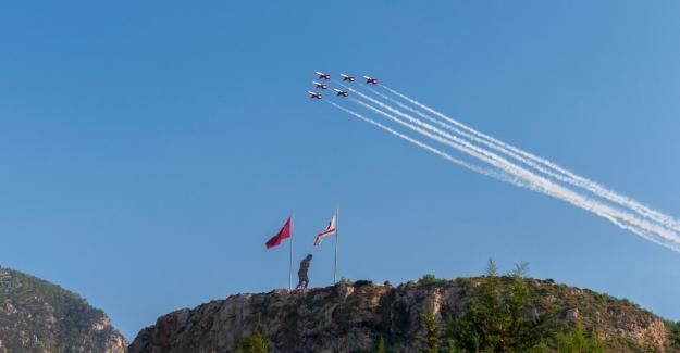 KKTC Barış ve Özgürlük Bayramının 45'inci Yılında Türk Yıldızlarından Hava Gösterisi Ve Selamlama Uçuşları
