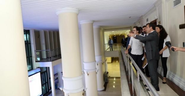 """Başkan İmamoğlu, """"Saraçhane Binasına Kütüphane"""" Vaadi İçin Çalışmalara Başladı"""