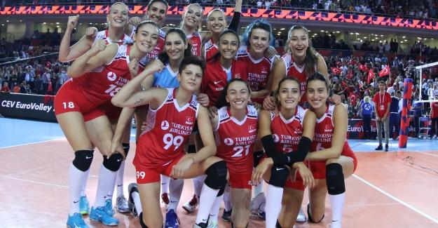 Filenin Sultanları 4'te 4 Yaptı: Türkiye 3 - 0 Fransa