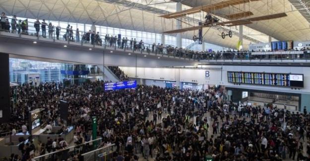 Hong Kong Havaalanındaki Şiddete Kınama