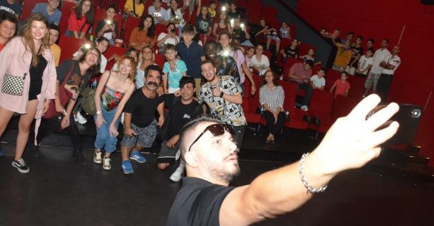 İstMarina AVM'de Sar Başa Filminin Oyunculu Gösterimi Yapıldı