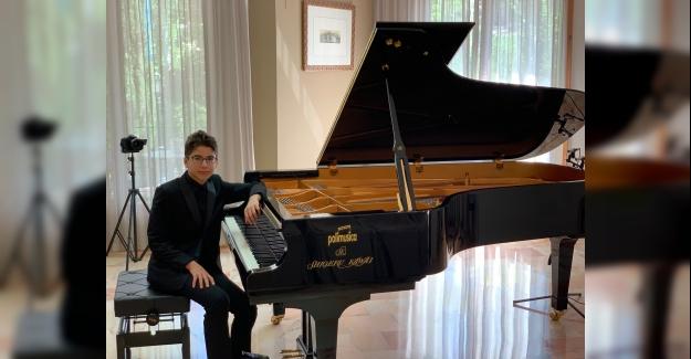 Üstün Yetenekli Piyanistimiz Tarık Kaan'ın Dünya Başarısı