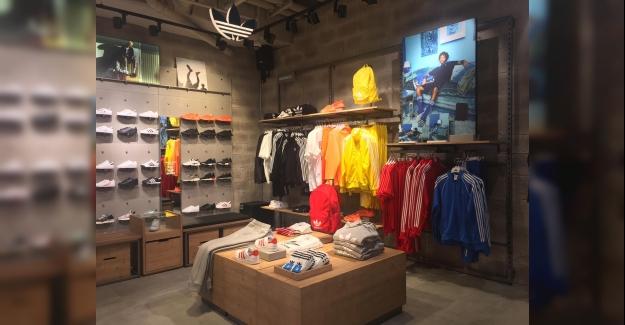 Adidas Yeni Mağazasını Akmerkez'de Ünlü Futbolcu Bafétimbi Gomis İle Açtı