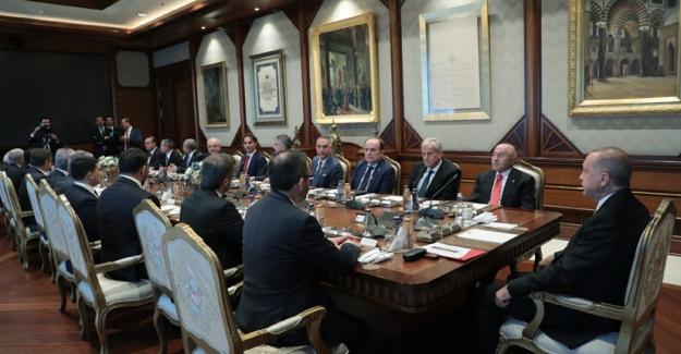 Cumhurbaşkanı Erdoğan, TFF Yönetim Kurulu Üyelerini Kabul Etti