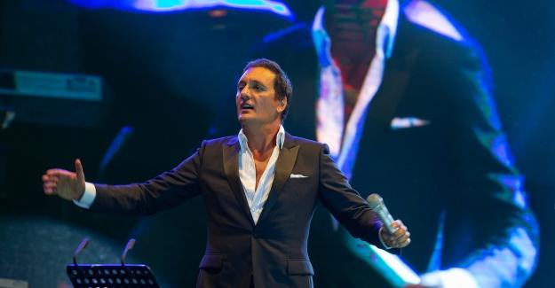 Dünya Star'ı Fransız Şarkıcı Dany Brilliant'a Kıbrıs'ta Sevgi Seli