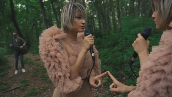 """Güliz Ayla'dan """"Öyle Sev""""e Akustik Versiyonlu İkinci Klip!.."""