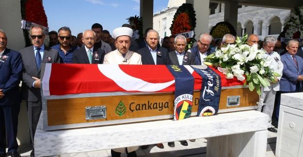 Kılıçdaroğlu, Gazeteci Nahit Duru'nun Cenaze Törenine Katıldı