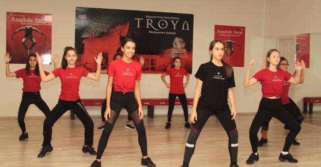 Anadolu Ateşi Dans Okulu Trump AVM'de Açıldı