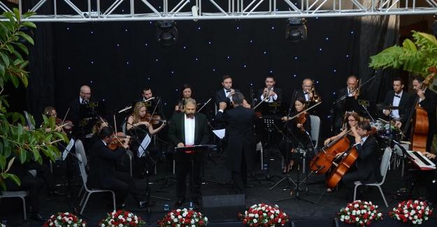 """""""KUSAV"""" Cumhuriyet """"Senfonik Destanı"""" nı Kuşadalılarla Buluşturdurdu"""
