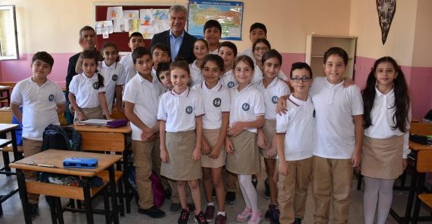 Narlıdere'de 500 Öğrenciye Kırtasiye Yardımı