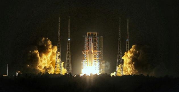 Çin'in En Büyük Taşıyıcı Roketi Uzun Yürüyüş-5 Yeni Uçuşuna Başladı