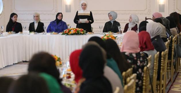 """Emine Erdoğan, """"ALLY for Future: Genç Müslüman Kadınlar Liderlik Programı"""" Katılımcılarıyla Bir Araya Geldi"""