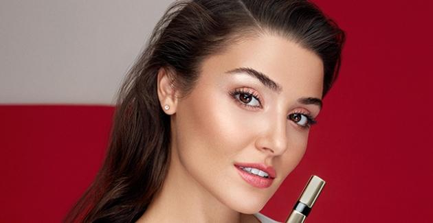Hande Erçel, Bobbi Brown Luxe Shine Intense Lipstick Koleksiyonu'nun Yeni Kampanya Yüzü Oldu