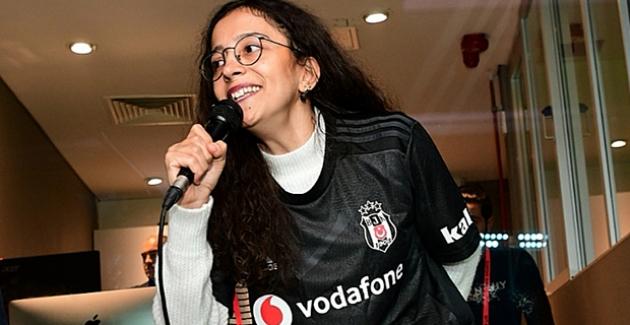 Vodafone Park'ta Beşiktaş'ın Gol Anonsu Engellere Takılmayan Buket Durmuş'tan