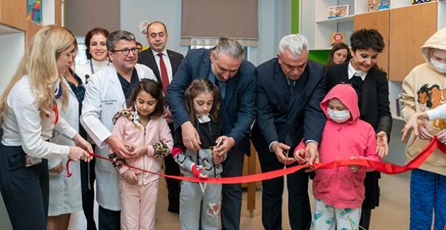 """Koç Üniversitesi Hastanesi'nin """"Özel Hastane Sınıfı"""" Açıldı"""
