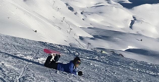 Konser Sonrası Snowboard İle Yorgunluk Attı
