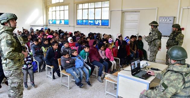 Mehmetçiklerimizden Barış Pınarı Bölgesindeki Çocuklara Mayın/EYP'den Korunma Eğitimi