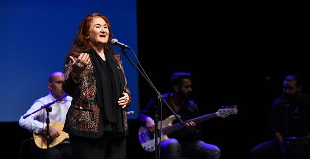 Sabahat Akkiraz 50'inci Sanat Yılını Kadıköy'de Kutladı