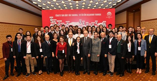 Türk Eğitim Vakfı'ndan Geleceğin Lideri 59 Gence Üstün Başarı Bursu