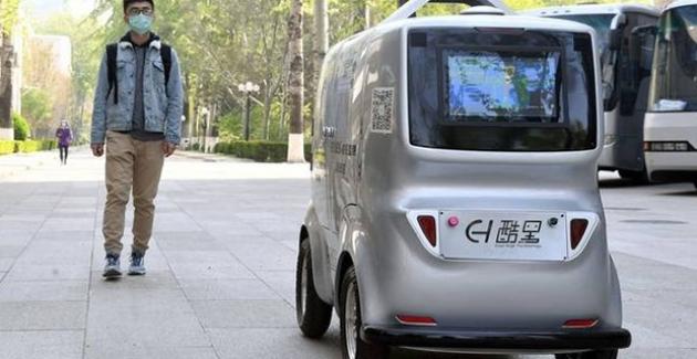 Çin'de Sürücüsüz Otomobil Yoldan Geçenlerin Ateşini Uzaktan Ölçüyor