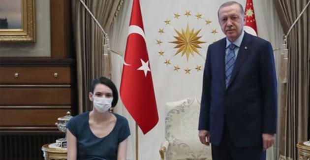 Cumhurbaşkanı Erdoğan, Millî Voleybolcu Meltem Çetin'i Kabul Etti