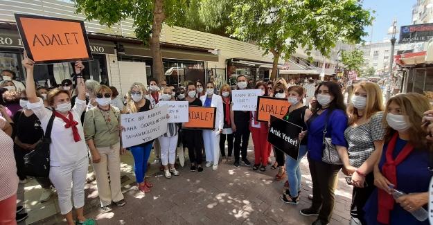 """Kuşadası'nda """"Kadına Yönelik Şiddet"""" Protesto Edildi"""