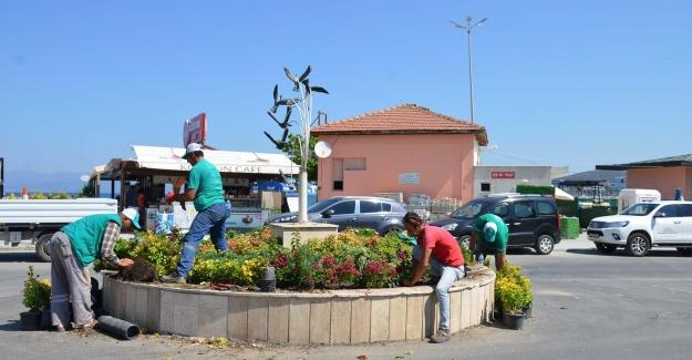 """Kuşadası Belediyesi """"Daha Yeşil Bir Çevre"""" İçin Çalışmalarına Devam Ediyor"""