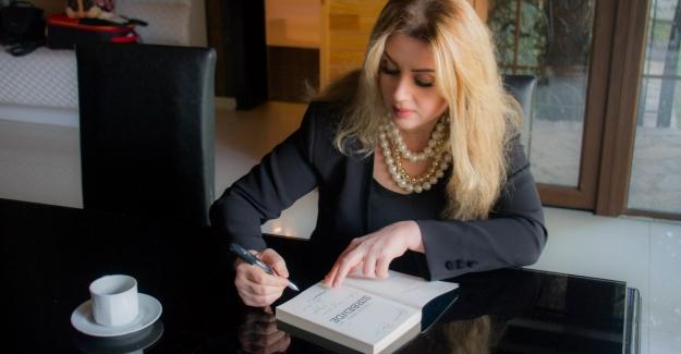 """Özlem Binel """"Ay Işığım"""" Kitabını Aşkla, Aşk İçin Yazdı"""