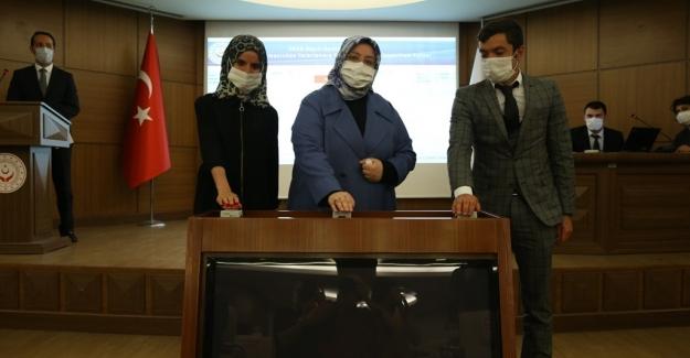 """Bakan Selçuk: """"Devlet Korumasından Yararlanmış 805 Gencimizi Kamuda İstihdam Edeceğiz"""""""