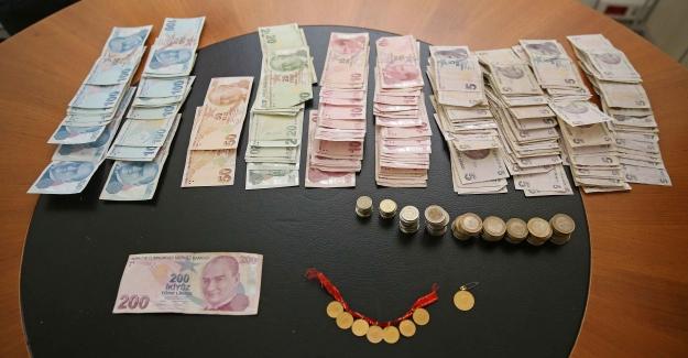 Karşıyaka'da Dilencinin Üzerinden 8 Altın Ve 4 Bin Lira Çıktı!