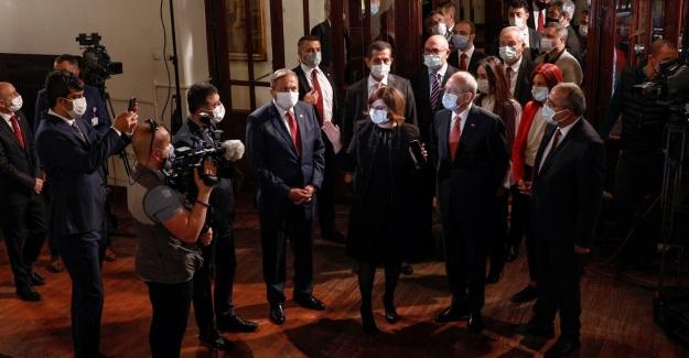 Genel Başkanı Kemal Kılıçdaroğlu, Cumhuriyet Bayramı'nda I. Meclis'i Ziyaret Etti