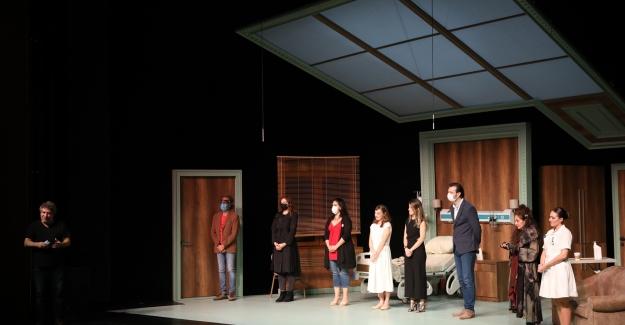 """İBB Şehir Tiyatroları'nın Yeni Oyunu """"Kısraklı Kadın"""" Seyirciyle Buluştu"""