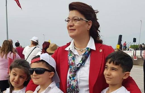 """Suzan Şahin: """"Çocuklar İçin Şiddetsiz, Sömürüsüz Bir Dünya İstiyoruz"""""""