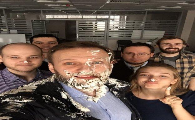 Rusya'da Muhalif Lidere Pasta Fırlatıldı